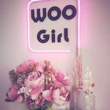 Leuchtschild Woo Girl